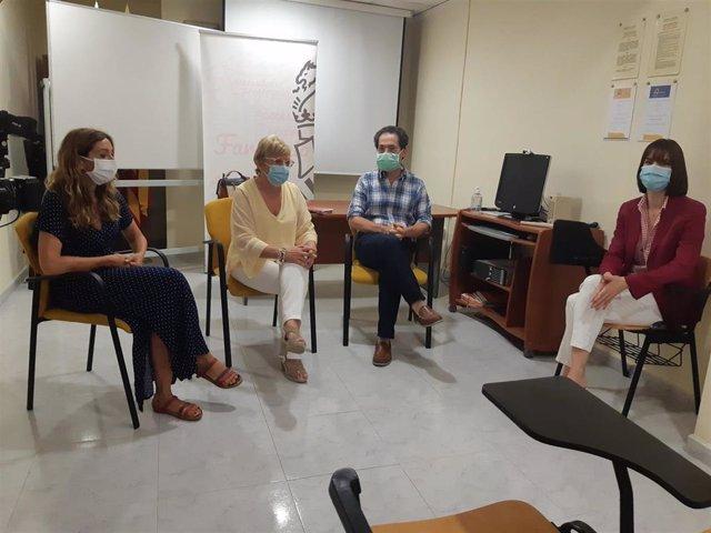 La consellera Ana Barceló y la alcaldesa de Gandia, Diana Morant, visitan el centro de salud de Gandia