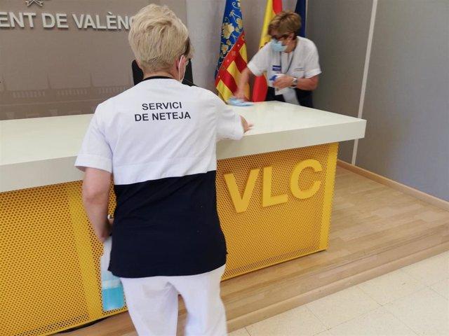 Empleadas de limpieza en el Ayuntamiento de València
