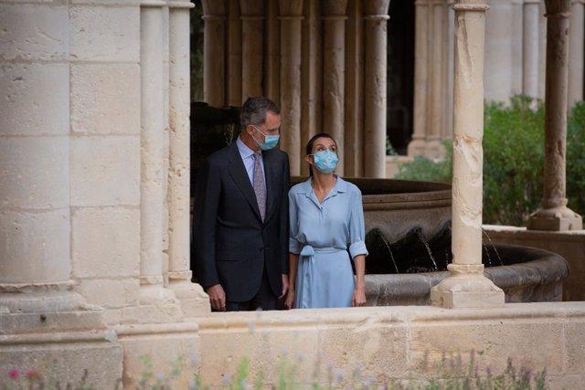 Els Reyes Felipe VI i Letizia visiten el Monestir de Santa María de Poblet, a Vimbodí i Poblet, Tarragona, Catalunya (Espanya), a 20 de juliol de 2002. La visita, que un primer moment incloïa també la ciutat de Barcelona - ajornada a una visita poster