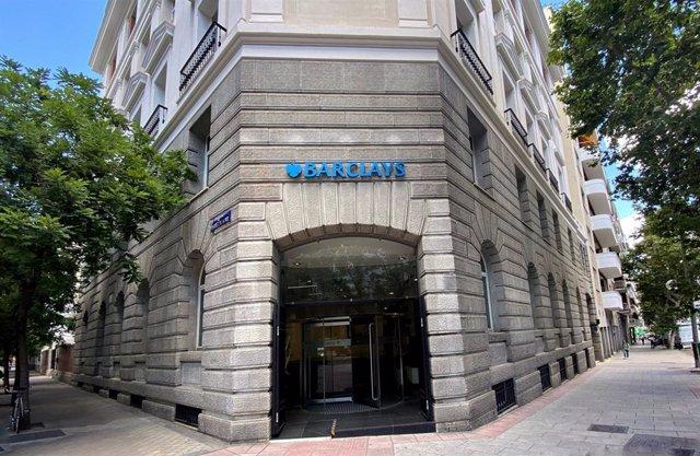 Fachada de una oficina de la entidad financiera Barclays ubicada en la calle José Abascal, 51, en Madrid (España), a 16 de junio de 2020.