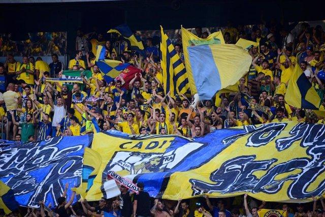 Afición del Cádiz C.F. En las gradas del Estadio Carranza