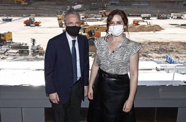 Fútbol.- Isabel Díaz Ayuso visita junto a Florentino Pérez las obras del Santiag
