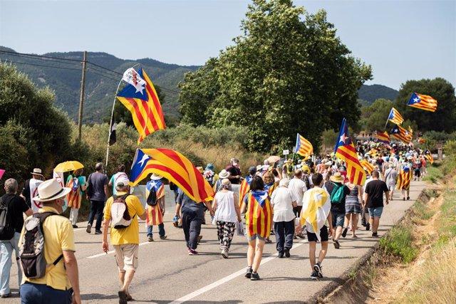 Marxa independentista de 2 quilòmetres a peu que han convocat Òmnium i l'ANC des de l'Espluga de Francolí (Tarragona) fins a Vimbodí i Poblet (Tarragona). Arxiu.