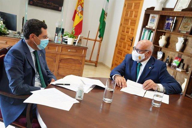 Juanma Moreno en su reunión con Jorge Jiménez en La Rambla (Córdoba).