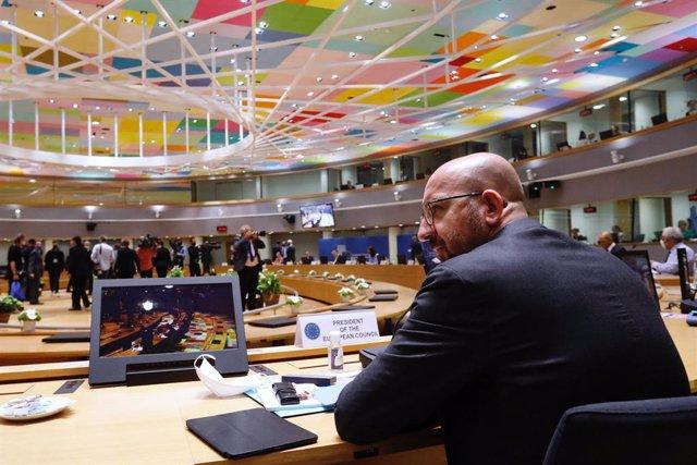 Cumbre UE.- Los líderes europeos debaten una nueva propuesta para crear un fondo