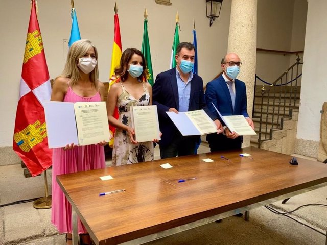 Consejeros de Cultura de Extremadura, Galicia, Castilla y León y Andalucía firman un protocolo en Cáceres para impulsar la Via de la Plata