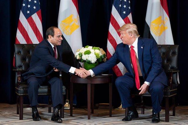 """Libia.- Trump y Al Sisi abogan por un alto el fuego y una """"desescalada inmediata"""