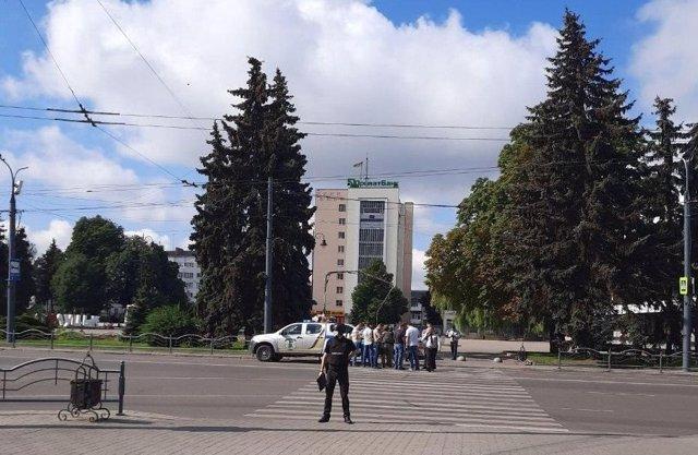 Desplegament policial a la zona on un home armat ha segrestat un autobús a l'oest d'Ucrana