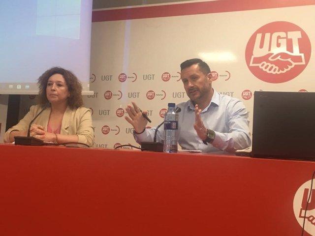 La secretaria confederal de UGT de Salud Laboral y Medio Ambiente, Ana García de la Torre, y  el secretario general de UGT Asturias, Javier Fernández Lanero.