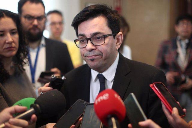 El secretario primero del Congreso de los Diputados, Gerardo Pisarello, atiende a los medios de comunicación tras la junta de Portavoces del Congreso de los Diputados, en Madrid (España), a 11 de febrero de 2020.