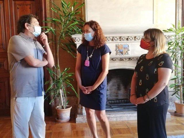 La presidenta del Consell, Catalina Cladera, y el director de cine Agustí Villaronga