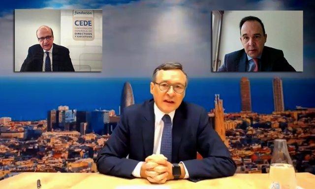 Webinar del presidente de Agbar, Ángel Simón, presentado por el secretario de Fundación Cede, Pau Herrera (izq.), y Felipe Requejo, socio de Deloitte (der.), el 21/7/2020