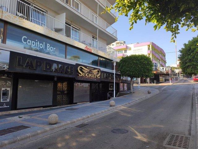 Calles de Magaluf vacías después de que el Govern haya decretado el cierre de los establecimientos para evitar el turismo de excesos