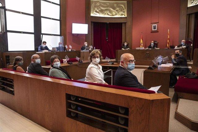 Juicio en el Tribunal Superior de Justicia de Catalunya a los exmiembros de la Mesa del Parlament Anna Simó (ERC), Ramona Barrufet, Lluís Corominas y Lluís Guinó (JxSí), y la exdiputada de la CUP Mireia Boya, el 21 de julio de 2020.