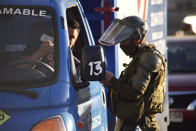 Control policial durante la pandemia de coronavirus en Santiago de Chile