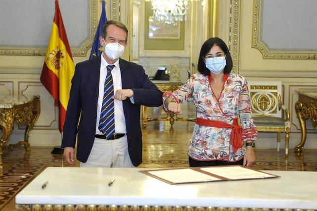 El presidente de la FEMP, Abel Caballero, y la ministra de Política Territorial y Función Pública, Carolina Darias.