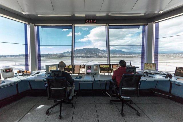 Controladores aéreos en el aeropuerto de Costa del Sol-Málaga