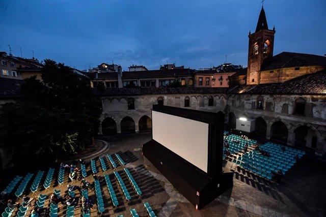 Un cine al aire libre en Italia durante la pandemia de coronavirus