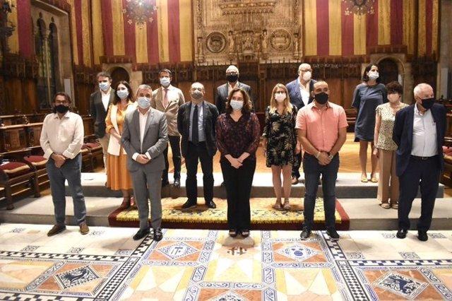 La alcaldesa de Barcelona, Ada Colau; el primer teniente de alcalde, Jaume Collboni, y todos los líderes de los grupos municipales han presentado la tarde de este martes el Pacto por Barcelona