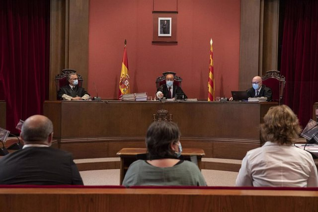 Juicio en el Tribunal Superior de Justicia de Catalunya (TSJC) a los exmiembros de la Mesa del Parlament Anna Simó (ERC), Ramona Barrufet, Lluís Corominas y Lluís Guinó (JxSí), y la exdiputada de la CUP Mireia Boya, en Barcelona el 21 de julio de 2020.