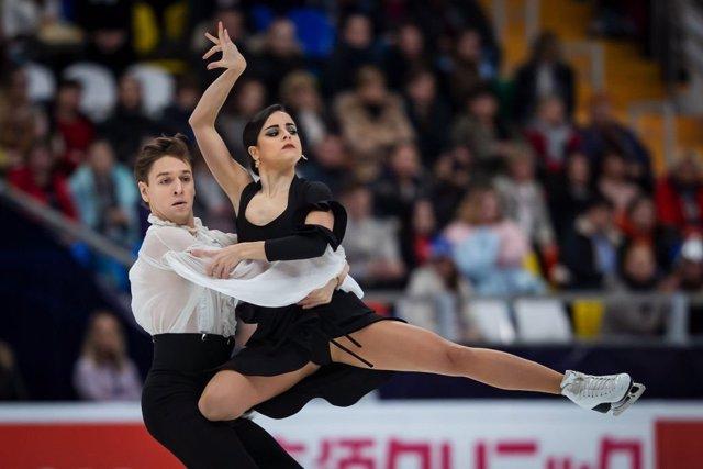 Sara Hurtado y Kirill Jalyavin, en la Rostelecom Cup de 2019.