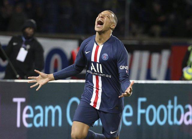 """Fútbol.- Mbappé: """"El año que viene seguiré en el PSG pase lo que pase"""""""