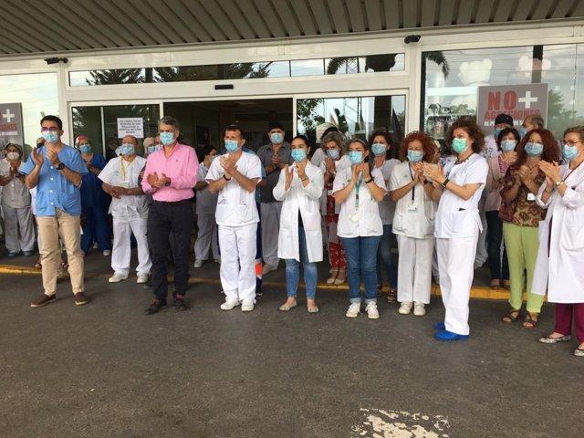 Aplauso a las puertas del Hospital Torrecárdenas de Almería
