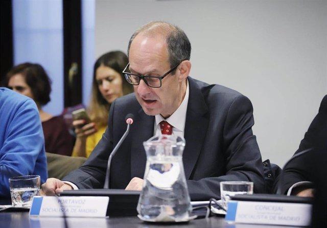 Imagen de recurso del edil del PSOE en el Ayuntamiento de Madrid, Ramón Silva.