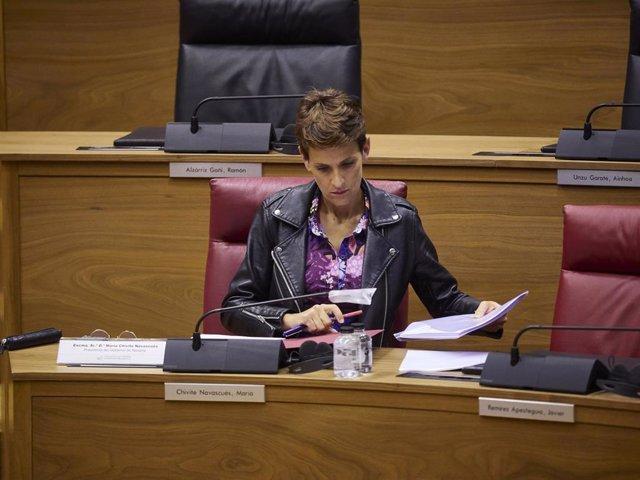 La presidenta del Gobierno de Navarra, María Chivite, durante un pleno del Parlamento de Navarra.