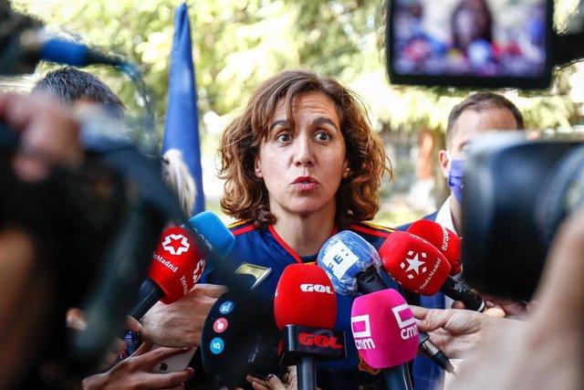La presidenta del CSD, Irene Lozano, atiende a la prensa en el acto de conmemoración del X aniversario de la victoria de España en el Mundial de Sudáfrica