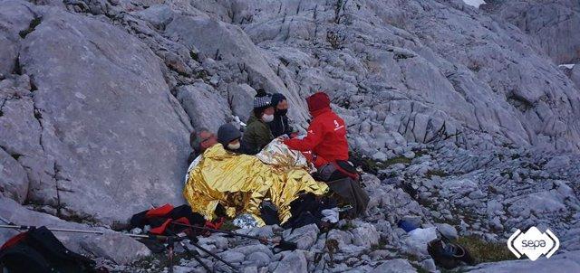 Rescate de montaña de una familia en Cabrales.