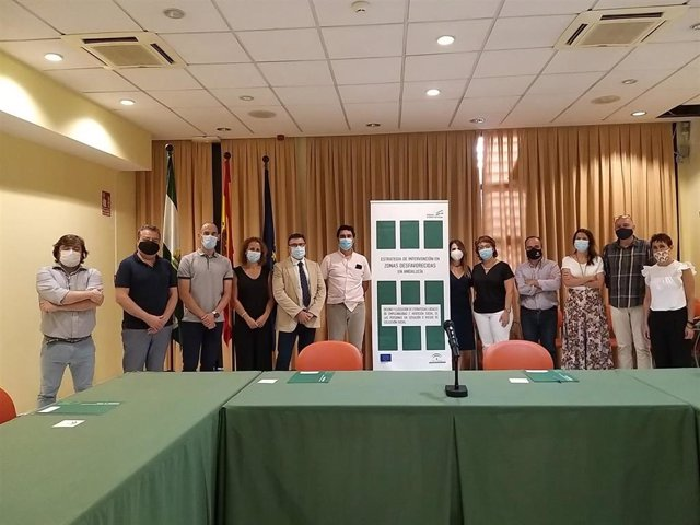 Reunión de representantes de la Consejería de Igualdad, Políticas Sociales y Conciliación, el Servicio Andaluz de Empleo (SAE) y entidades para impulsar un nuevo programa de inserción laboral