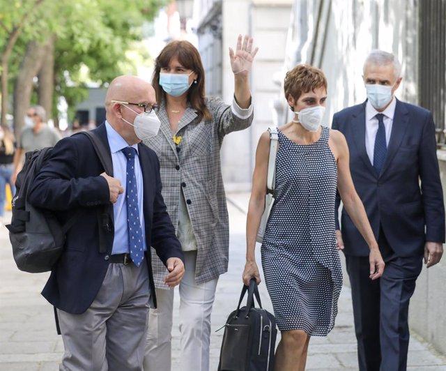 Acompanyada dels seus advocats, la portaveu de JxCat al Congrés, Laura Borràs (2e), arriba al Tribunal Suprem. Madrid (Espanya), 22 de juliol del 2020.