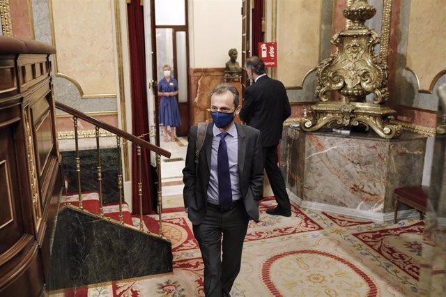 El ministro de Ciencia e Innovación, Pedro Duque, a su llegada a la penúltima sesión plenaria en el Congreso de los Diputados
