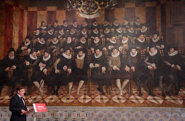 Puig comparece en el Saló de Corts del Palau de la Generalitat