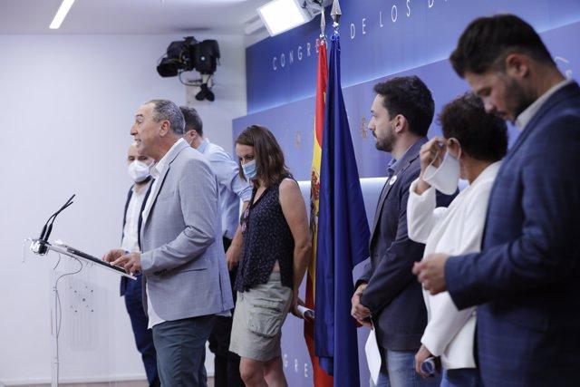 El portavoz de Compromís en el Congreso, Joan Baldoví,  interviene en la rueda de prensa convocada por los partidos políticos.