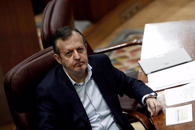 El consejero de Políticas Sociales de la Comunidad de Madrid, Alberto Reyero, durante una sesión de control en la Asamblea de Madrid.