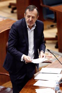 Alberto Reyero, consejero de Políticas Sociales, Familias, Igualdad y Natalidad , durante una nueva sesión de control en la Asamblea de Madrid.