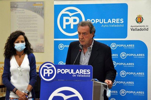 Los concejales del PP en el Ayuntamiento de Valladolid María de Diego y José Antonio De Santiago-Juárez.