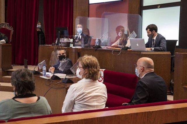 Judici al Tribunal Superior de Justícia de Catalunya (TSJC) als exmembres de la Mesa del Parlament Anna Simó (ERC), Ramona Barrufet, Lluís Corominas i Lluís Guinó (JxSí), i a l'exdiputada de la CUP Mireia Boya. Barcelona, 21 de juliol del 2020.