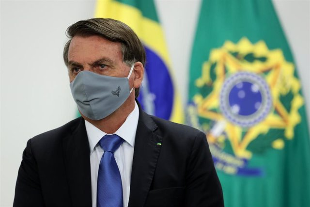 El presidente de Brasil, Jair Bolsonaro, con mascarilla