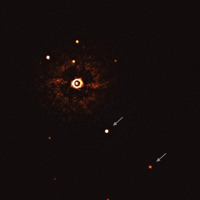 Primera imagen de un sistema planetario múltiple alrededor de una estrella de tipo solar
