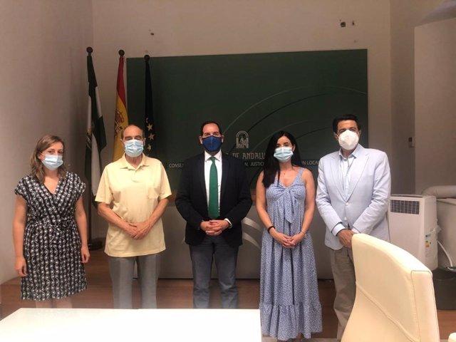 Reunión entre representantes de la Junta de Andalucía y de la Asociación Andaluza de Víctimas del Terrorismo