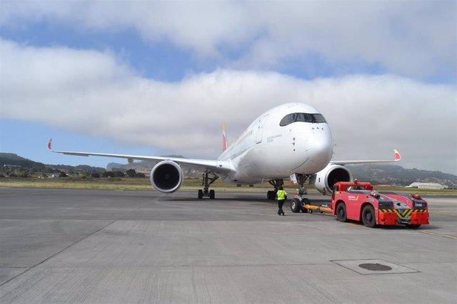 El Airbus A350 de Iberia aterriza por primera vez en Tenerife