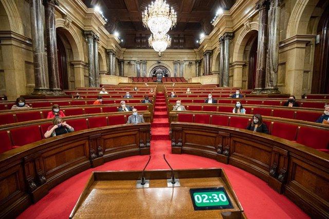 Hemiciclo del Parlament catalán durante un pleno de control al Gobierno de la Generalitat, marcado principalmente por la gestión del COVID-19, en Barcelona, Cataluña (España), a 22 de julio de 2020.
