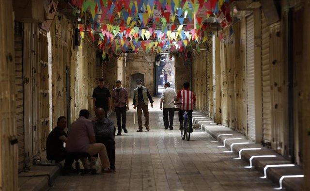 Tiendas cerradas en la ciudad cisjordana de Nablús durante el confinamiento a causa del coronavirus