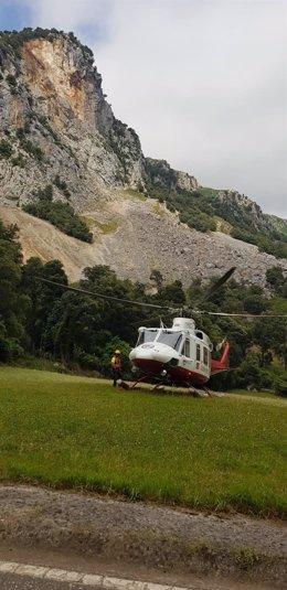 Helicóptero Gobierno Cantabria en un rescate en la vía ferrata de La Hermida