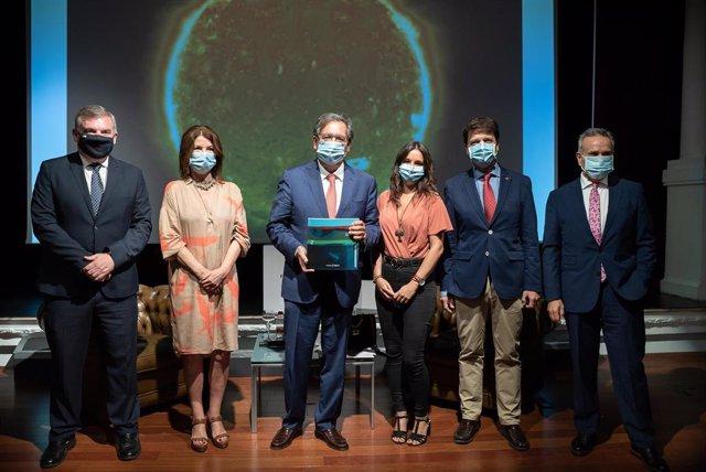 El presidente de la Fundación Cajasol, Antonio Pulido, en el centro de la imagen, este miércoles durante la presentación de la Memoria de Actividades de 2019.