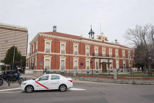 Fachada y zonas exteriores del Hospital Militar Gómez Ulla donde se lucha contra el coronavirus, en Madrid (España), a 18 de marzo de 2020.