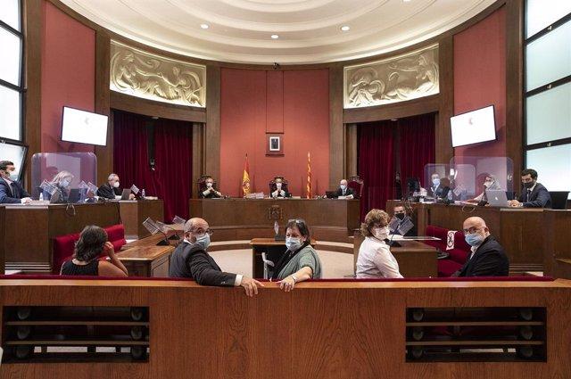 Judici al Tribunal Superior de Justícia de Catalunya (TSJC) als exmembres de la Mesa del Parlament Anna Simó (ERC), Ramona Barrufet, Lluís Corominas i Lluís Guinó (JxSí), i l'exdiputada de la CUP Mireia Boya, a Barcelona el 21 de juliol de 2020.